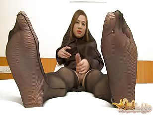 Arabic in pantyhose gets free