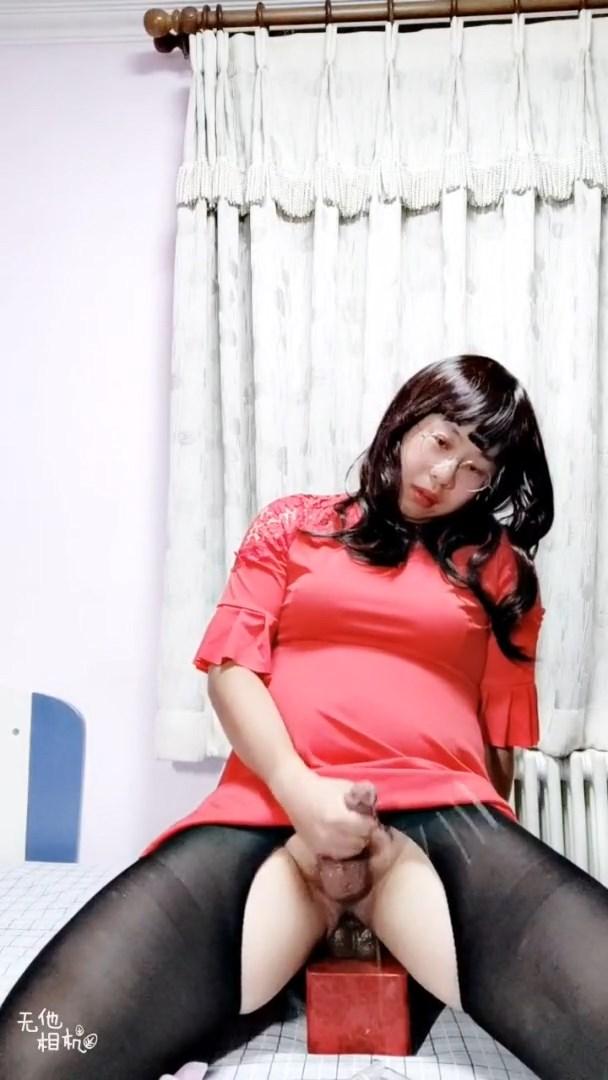 FAT LADYBOY RIDE AND CUM