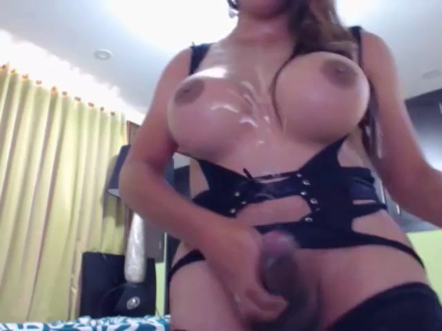 Massiv Squirt from a Big Dick Tranny!