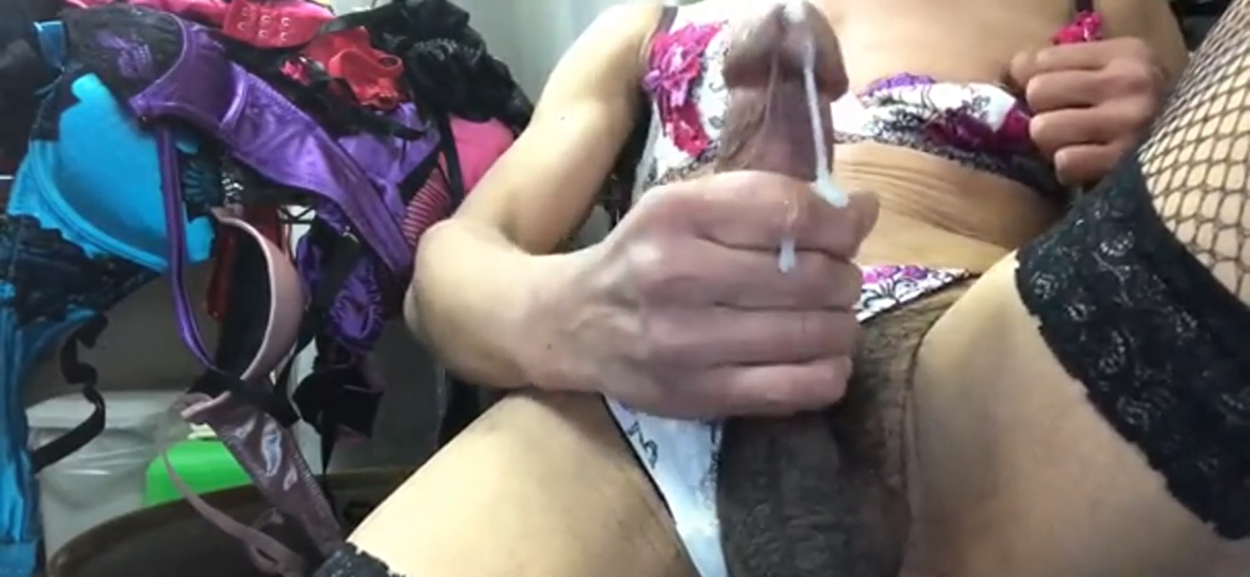 School Girl Dressing up and Cumming on Cam!